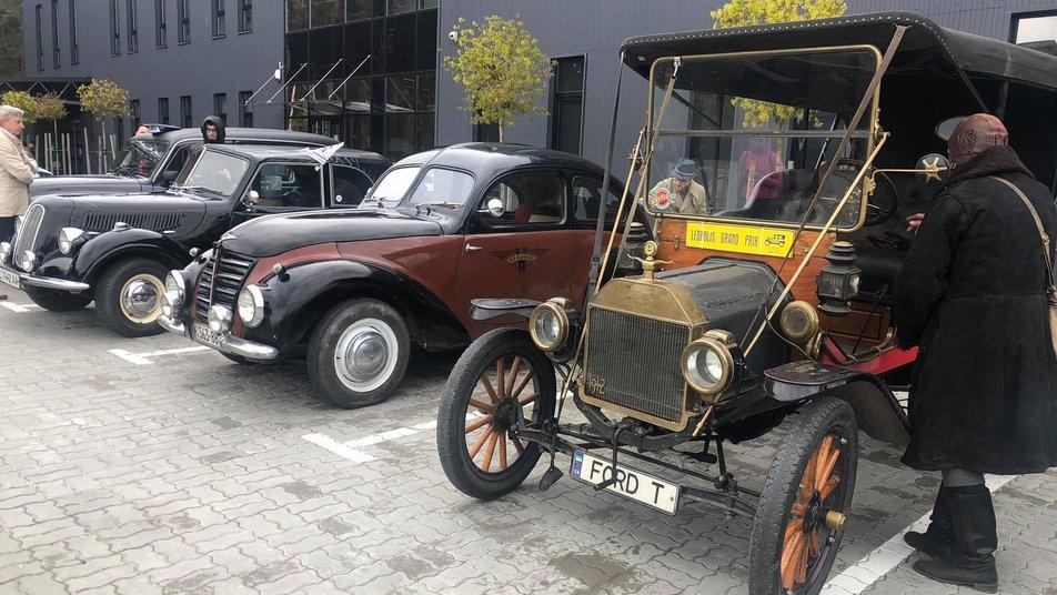 На Львівщині відбувся автопробіг за участі 70 ретромашин (ФОТО, ВІДЕО) -