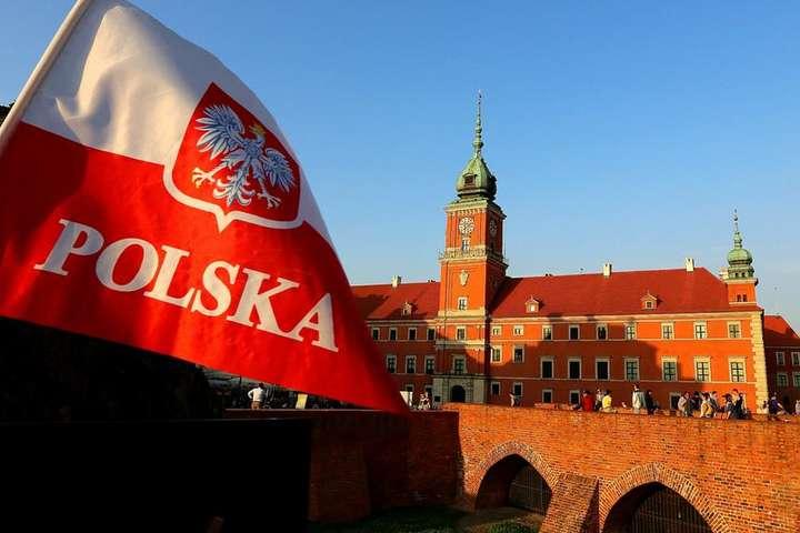 У Польщі скасували масковий режим на вулицях -