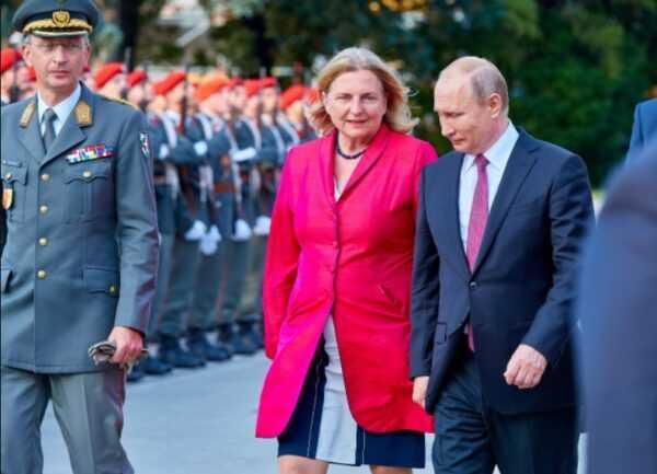 В руководство Роснефти вошла бывший министр Австрии. На ее свадьбе гулял Путин